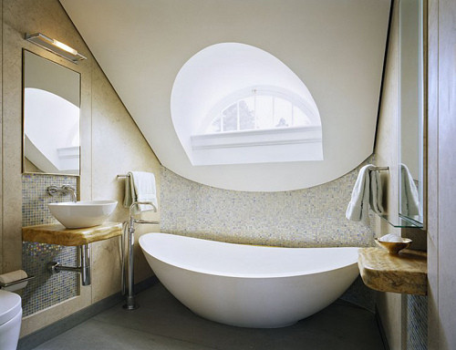 透着清灵与水纹荡漾的浴缸,能够看到天空的小穹顶,抹茶色的空间,形似