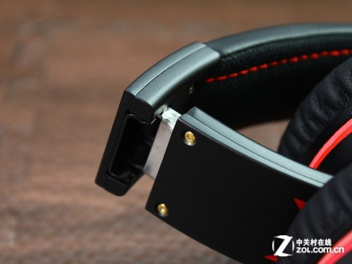 耳机采用可折叠结构