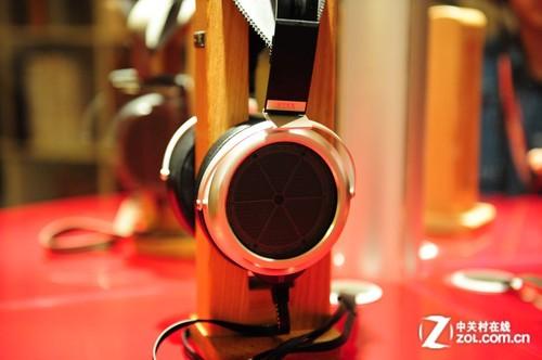 音响展2012:漫步者天价静电耳机亮相