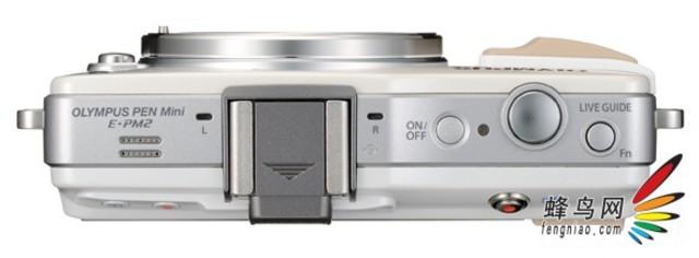 2012年10月,女性摄影爱好者的梦中情人--奥林巴斯PEN mini系列微型单电相机新品E-PM2如约而至。它是一款深谙时尚摄影精髓和女性用户摄影喜好新世代机型,拥有PEN家族最mini的身材、简单易用的操控设定、以及不输同门兄弟的强悍拍摄性能,伴随着更多PEN mini独特元素的挥发,帮助百变多姿的女性拍摄者们,精心编织专属于己的个性影像生活。 奥林巴斯E-PM2   一抹色彩 记忆女性生命之美   什么是女性的影像生活?如果认为是使用手机拍摄大头贴,那真的有些荒谬了。除去摄影界功成名就