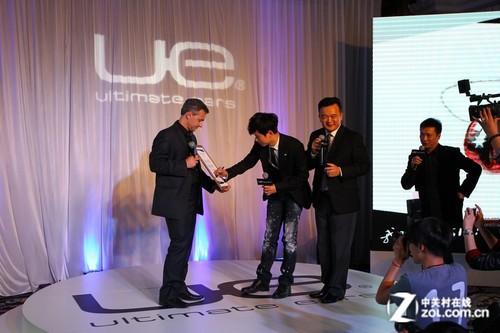 体验全球首家! UE定制耳机店上海开业