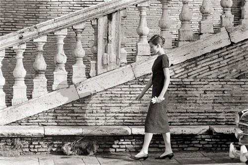 老照片现世 奥黛丽赫本的罗马时尚街拍