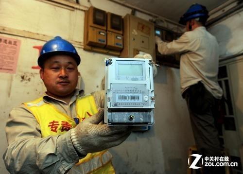 老式电表不仅容易被很多人利用漏洞偷电进而谋利