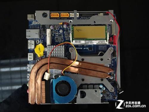 Thin-ITX主板就绪 看小板有何乾坤 Iceman Cooler的Mac mini改装套件需要使用Thin-ITX板型主板。那么什么是Thin-ITX主板呢?我们都知道主板板型分为E-ATX,ATX,MATX,u-MATX及ITX,ITX板型的大小为17cm*17cm,在面积上Thin-ITX与普通ITX是没有区别的,而二者的不同之处就体现在这个Thin厚度上。  为Mac mini找到的拍档Thin ITX主板  如此之纤薄的Mac mini Thin-ITX主板在背部I/O接口的高度上