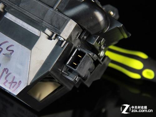 灯泡电源接线采用连接较为方便的插口式设计,灯泡使用寿命标准模式下
