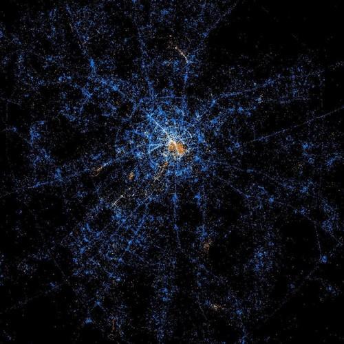 从卫星上看地球社交网络分布夜景图