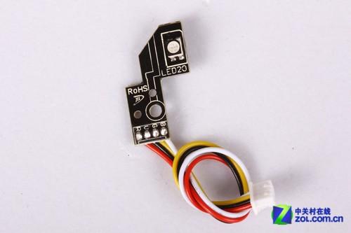 放置有滚轮灯光电路板,电路板上设计有1600万色发光二极管,能够让鼠标