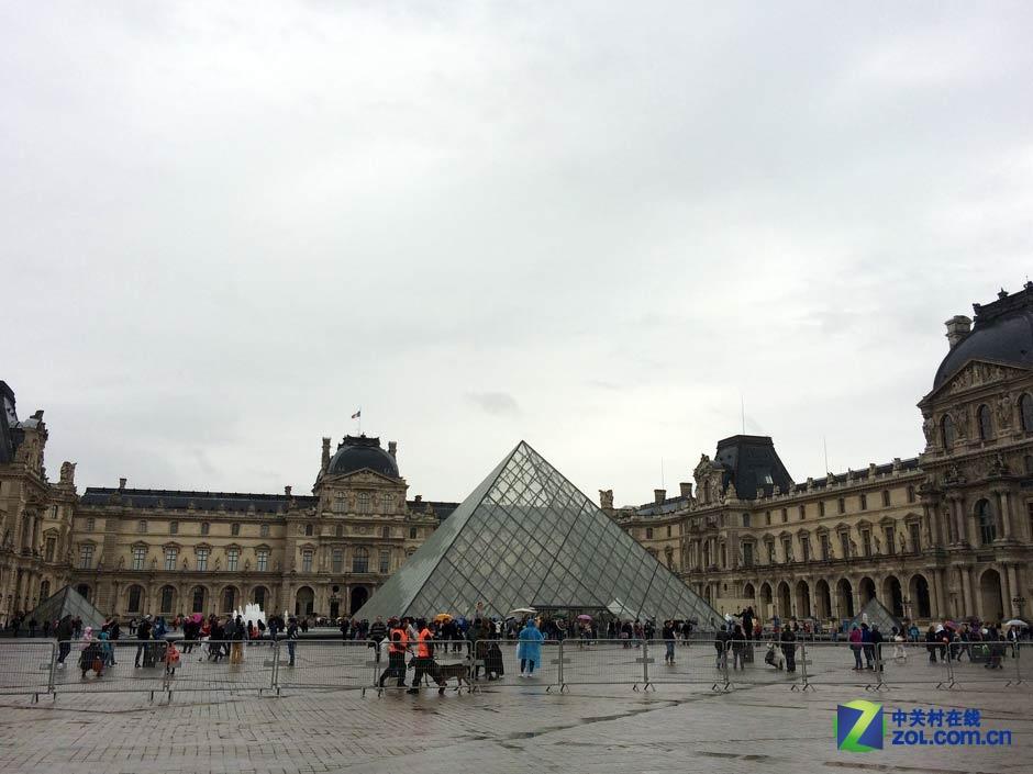 玻璃金字塔大家都熟悉吧