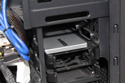 正常按照完毕的固态硬盘样子。