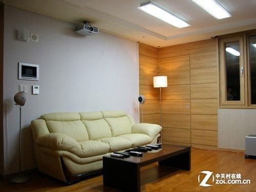 客厅吊装投影机效果图