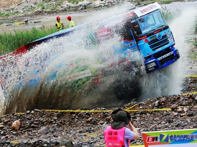 泥水中的碾压 e途赞助2014全国卡车大赛