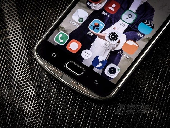 AGMX1运行流畅 京东AGM手机旗舰店售价2099元