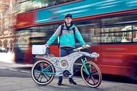 跪了!外国牛人用厨具造了一辆自行车送餐
