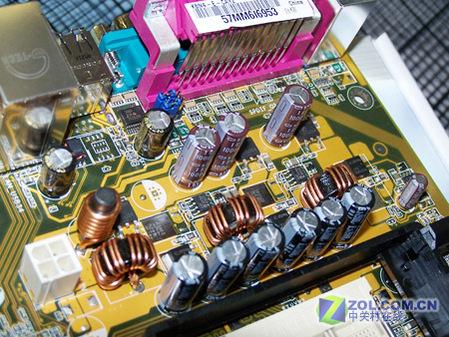 处理器整合内存控制器,支持单通道ddr400内存.提供pci-e总线显卡插槽.