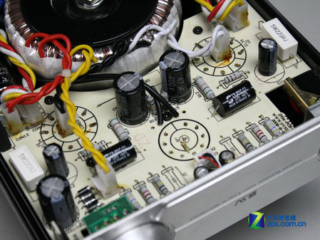 功放的前级与后级电路设计在一块电路板