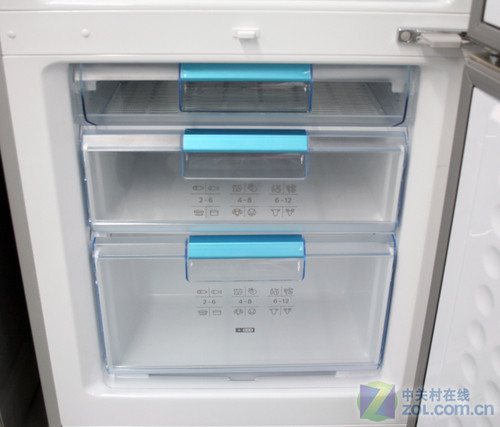 新春喜庆红色 博世三开门冰箱现6050元
