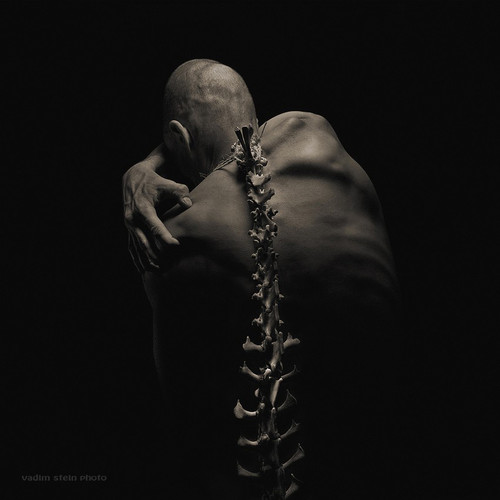 俄罗斯黑暗中的人体