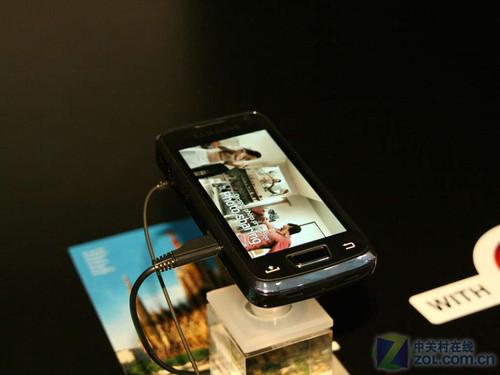 内置DLP技术 三星i8520能做投影仪的手机