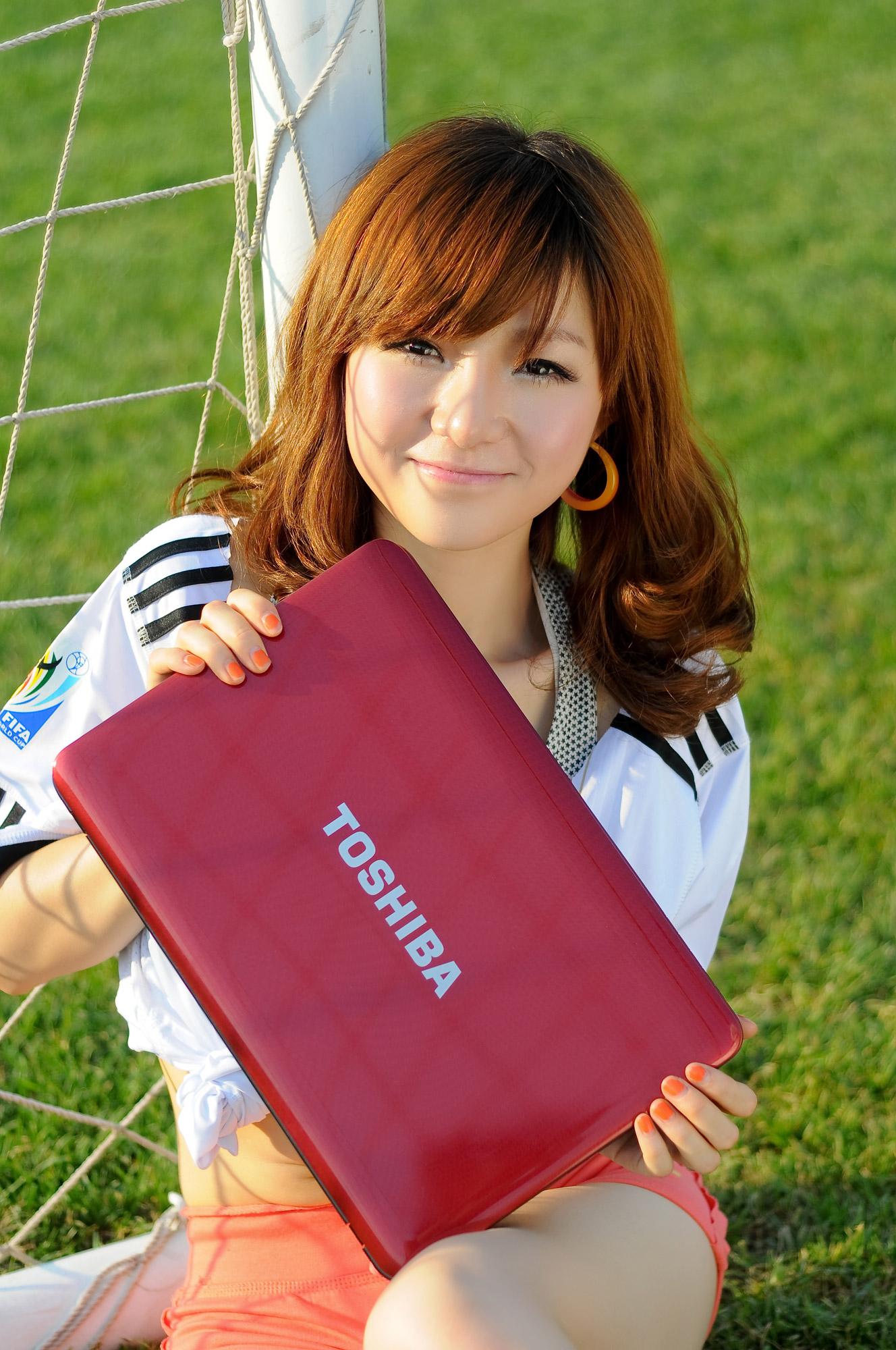 美女足球宝贝绿荫场上的激情碰撞  笔记本