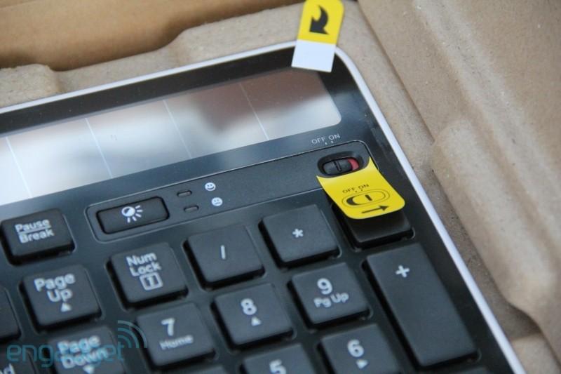 Engadget最近爆料放出了一批罗技K750太阳能键盘的图片。该键盘能从太阳光或者室内灯光中收集工作所需的能源。不仅为用户节约了大笔的电池费用,同时也为环境保护作出自己的一份贡献。