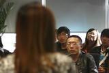 主持人向观众介绍本环节的游戏规则。