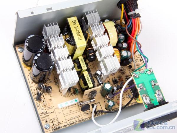 外壳,让大家看看这款电源内部设计如何?
