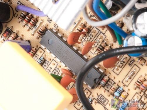 300w也有双6pin 枭龙xl400v电源评测