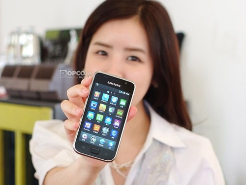 三星g1与苹果 ipod touch 4对比图赏