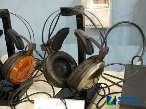 [中关村在线音频频道原创]已有25年历史的Macworld博览会与2011年9月22日至2011年9月25日于北京国家会议中心举行,这是Macworld博览会首次来到中国。作为中国及亚太区域最具规模、最为专业、最有价值的行业内标志性活动,此次博览会设置了大型展览、论坛,并吸引了国内外众多电子及外设厂商参展。中关村在线音频频道派出了两人的报道团队,为大家带来最新鲜、最详实的展会报道。 尽管Macworld Asia 2011并不能算是专业的音箱或耳机展会,但日本老牌音频巨头铁三角还是认真对待,在此次展会上带