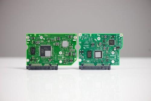 新旧两款希捷3tb硬盘的电路板特写