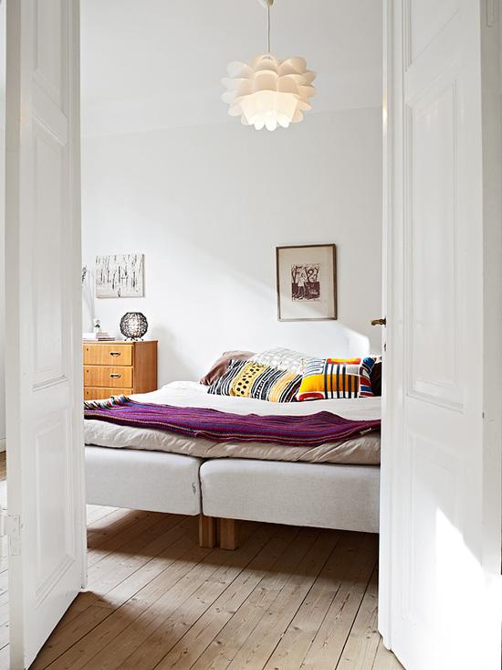 小户型二居60平经济简约时尚家庭卧室床壁画灯具装修效果图