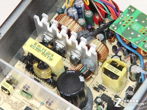 上图中的变压器,最大的为12v主变压器,另外一个小的为5vsb待机电路