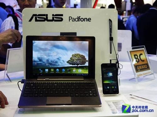 Computex2012:华硕展台展示PadFone手机