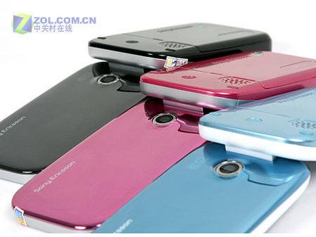图为索尼爱立信公司的3G翻盖手机Z610i-镜面三姐妹登陆ZOL 粉蓝黑索
