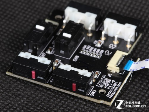 电路板上只有六个微动和少量贴片式电器元件