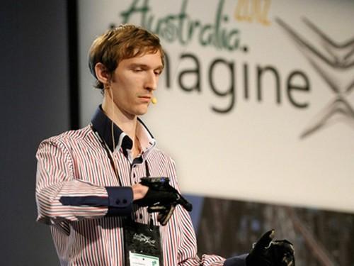 手语翻译机(图片来自互联网)-手语翻译机 跟聋哑人交流不再困难