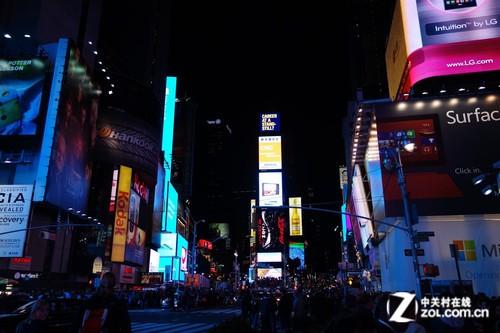 巨幅广告铺满时代广场 微软holiday store营业